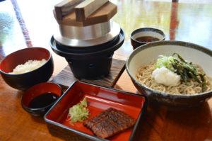 燻し鰻と炊きたてご飯・きのこ山菜おろし蕎麦のセットイメージ